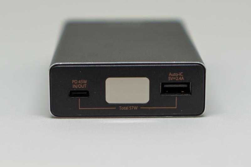 USB-CとUSB-Aのポートが1つずつ