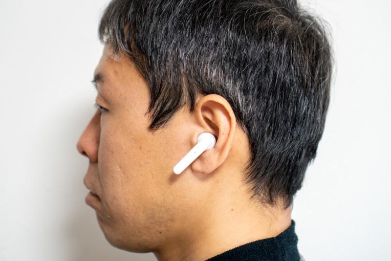 urbnaista PARIS True Wirelessを装着した状態