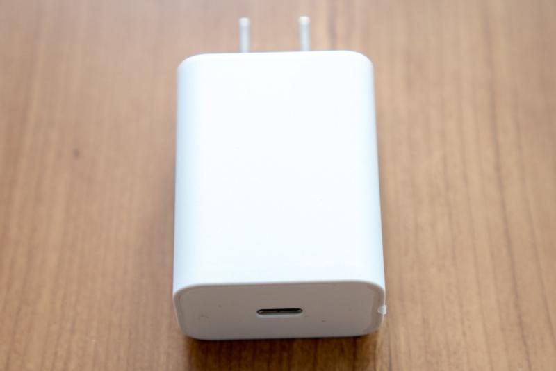 Pixel 4に付属の18W USB-C充電器