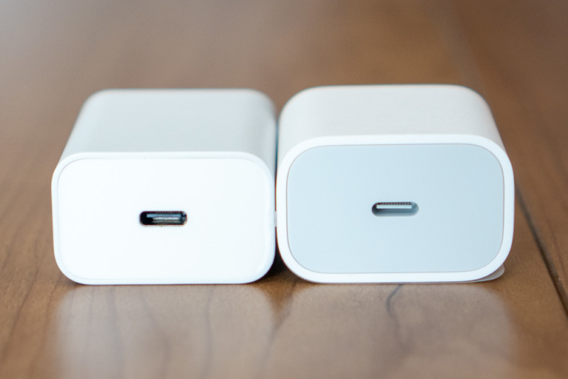 iPhone 11 Proに付属するApple USB-C 18W充電器との比較(側面)