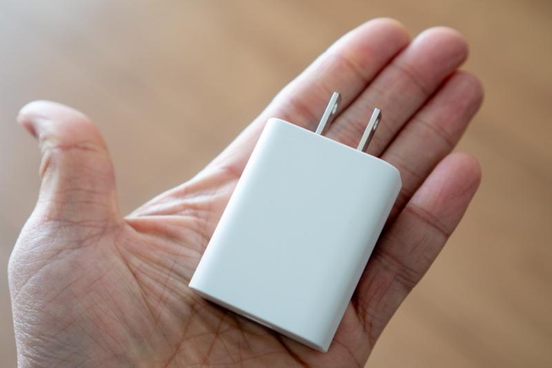 Pixel 4に付属の18W USB-C充電器は大きい