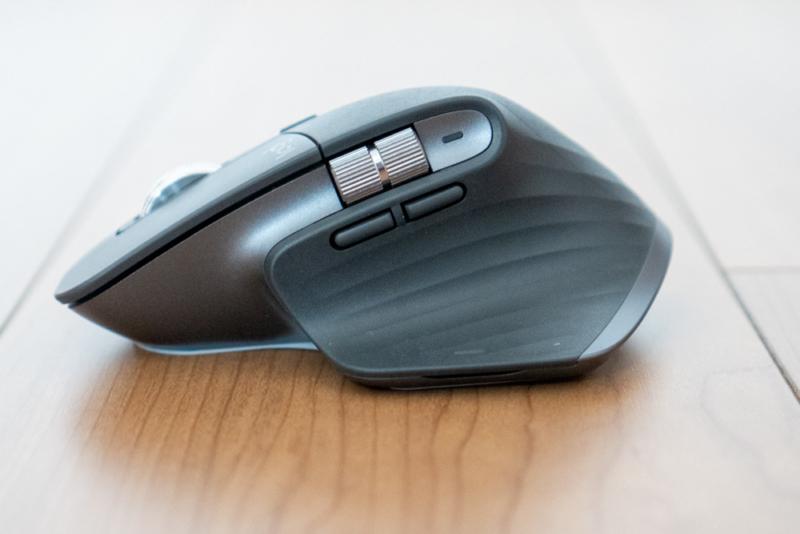 多機能マウスの象徴はボタン