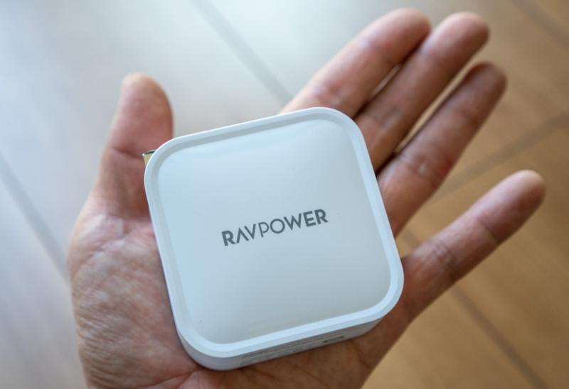 コンパクトさが魅力のRAVPower「90W USB-C充電器 RP-PC128」