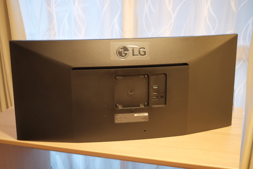 LG「34WL75C」曲面ウルトラワイドディスプレイ 裏面